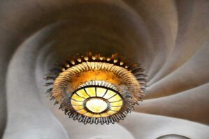 See, this is the lamp at Casa Batlló that I was just talking about. Such a neat optical illusion.
