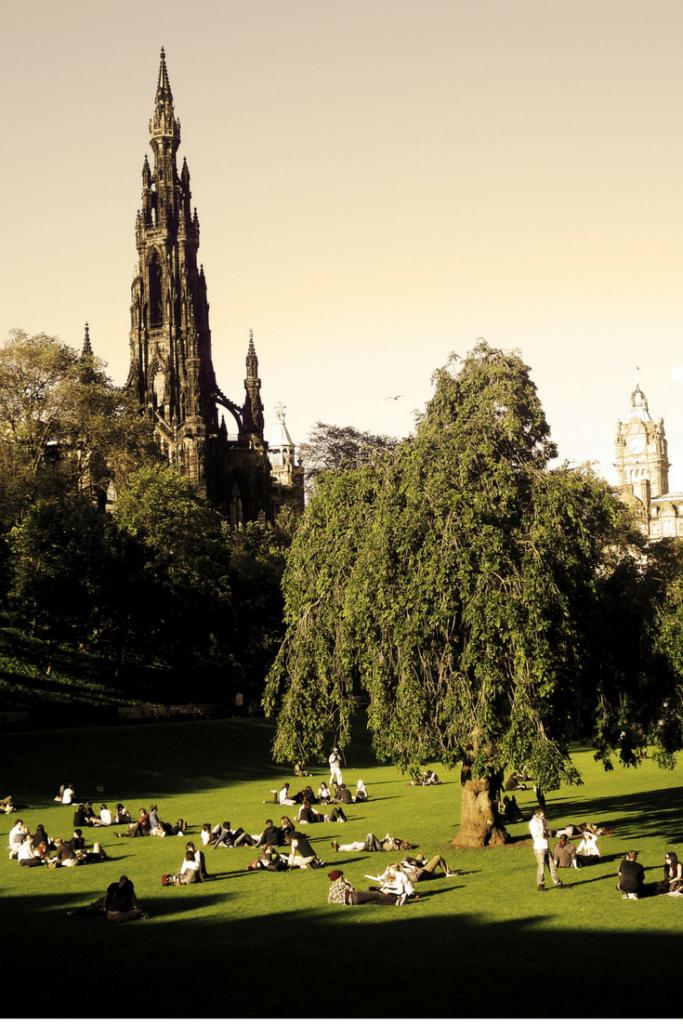 Tour Edinburgh Scotland in 4 days with this Edinburgh Itinerary (and Edinburgh Scotland day Trips)