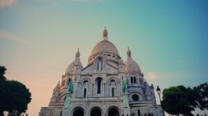 The majestic beauty of Sacré-Cœur never goes out of style.