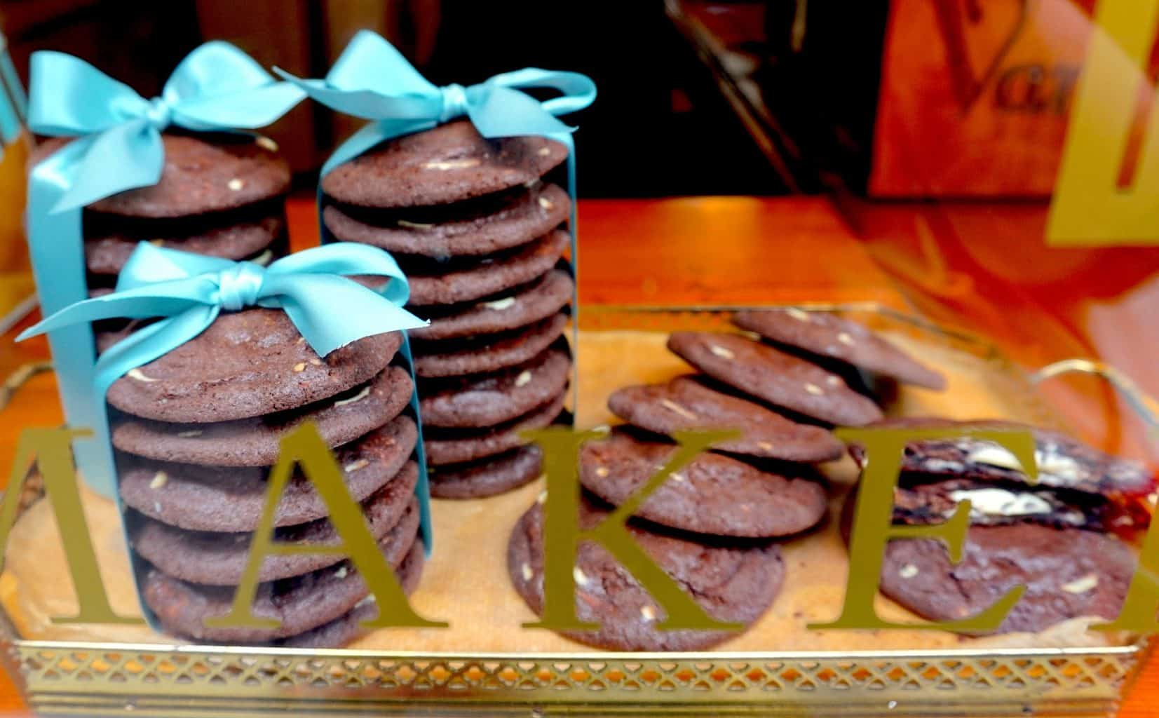 Chocolate cookies tied with a turquoise bow at Van Stepele in Amsterdam