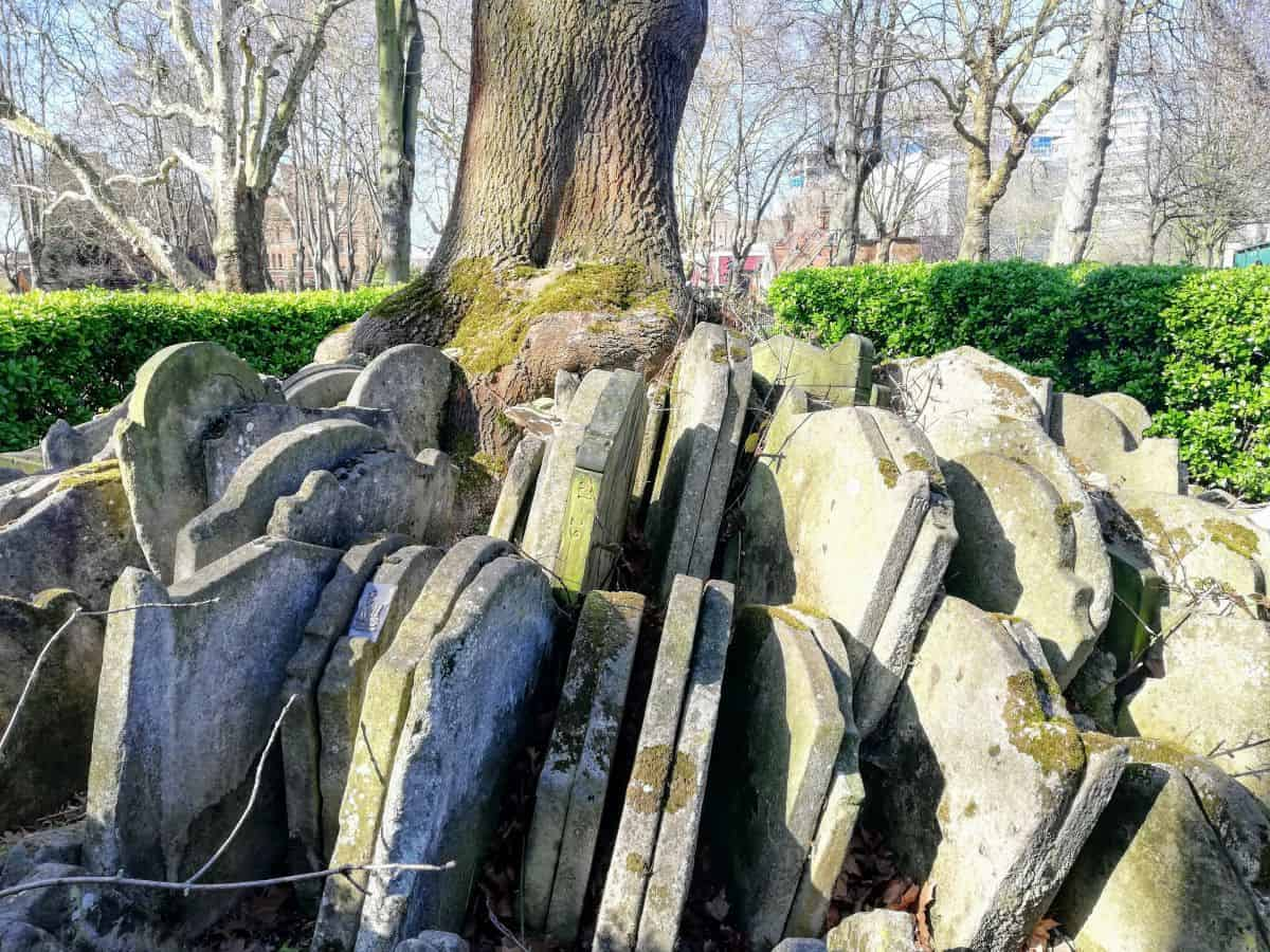 The concentric rows of tightly packed gravestones that you'll find beneath the Hardy Tree in St. Pancras churchyard.