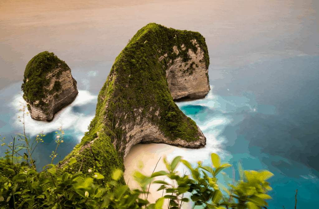 Nusa Pineda's Beautiful Kelingking cliff.