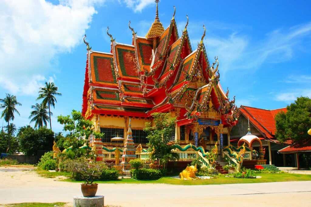 While visiting Bangkok's many temples, like Wat Arun, be sure to wear sunscreen and protect yourself against the sun.