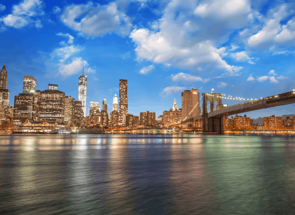 A view of the Brooklyn Bridge and the New York City skyline from Brooklyn Bridge Park.