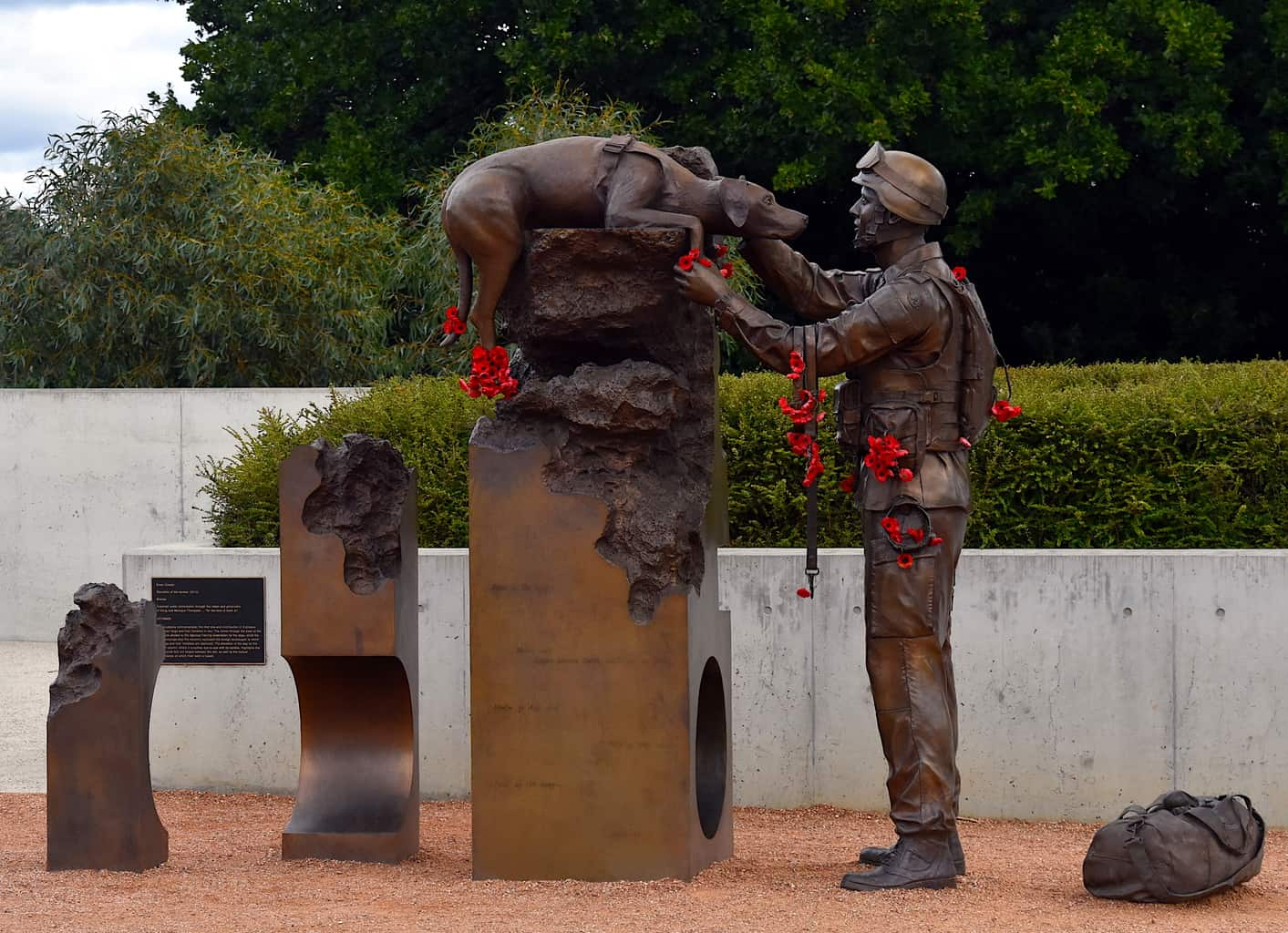 A sculpture at the Canberra Australian War Memorial that commemorates the contribution that Explosive Detection Dogs made to the war effort.