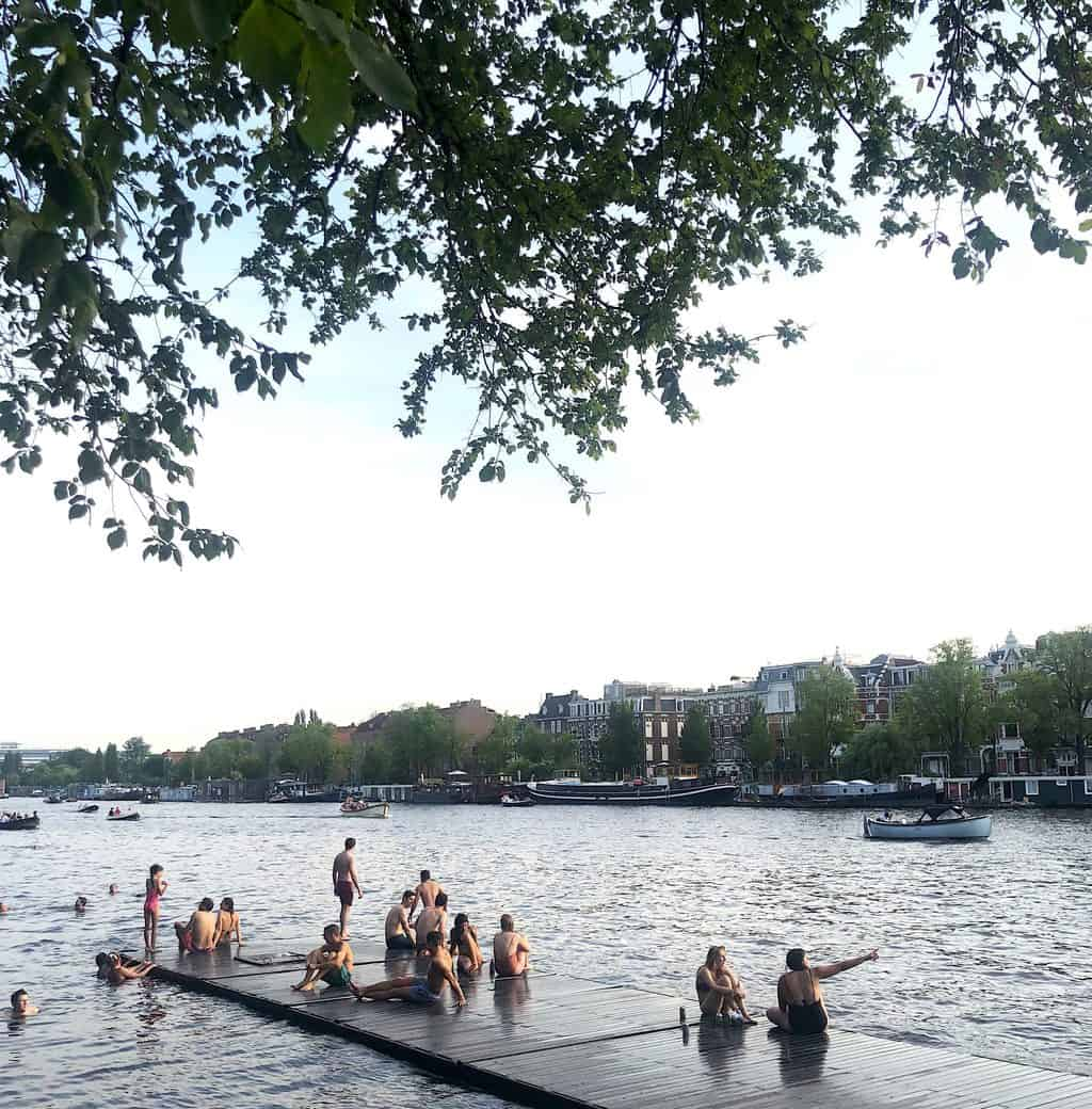 Excited swimmers enjoying the Amstel River, one of the many Amsterdam hidden gems out there.