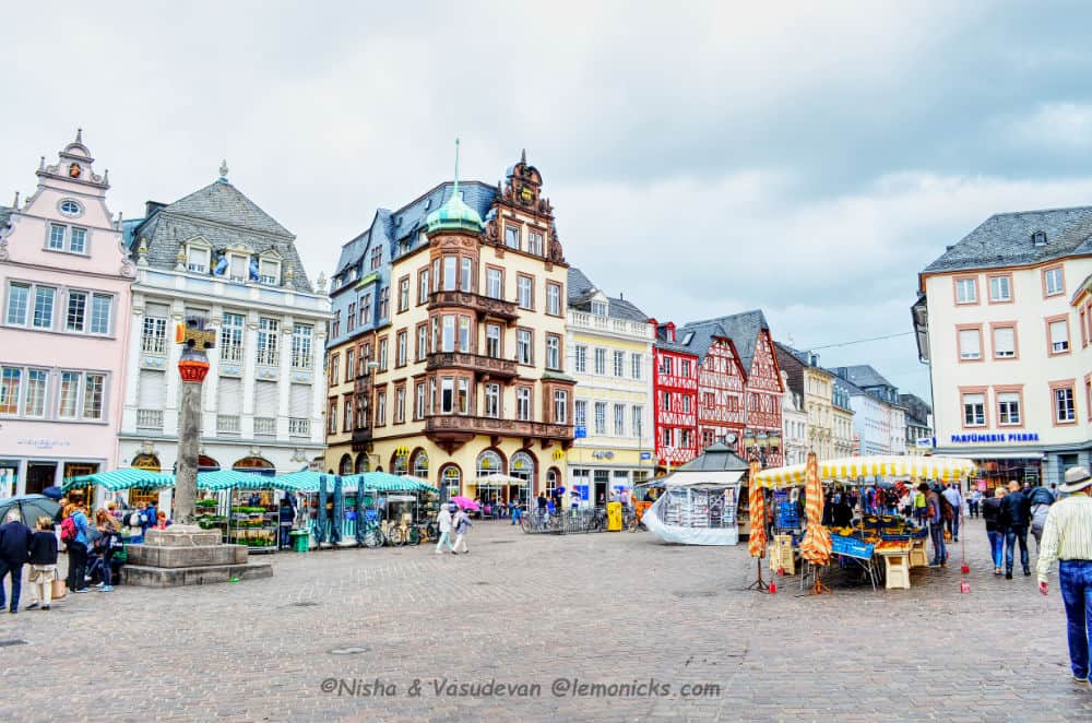 The festive Christmas market at Hauptmarkt Square in Trier, Germany.
