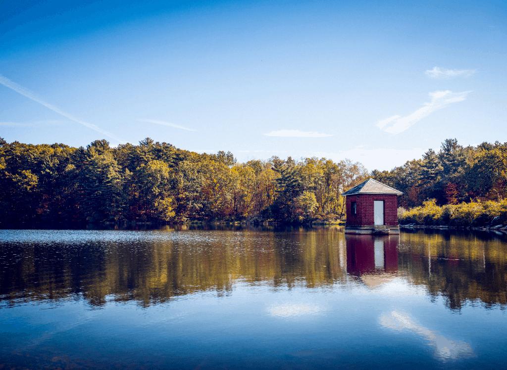 The scenic shores of Saratoga Lake in NY.