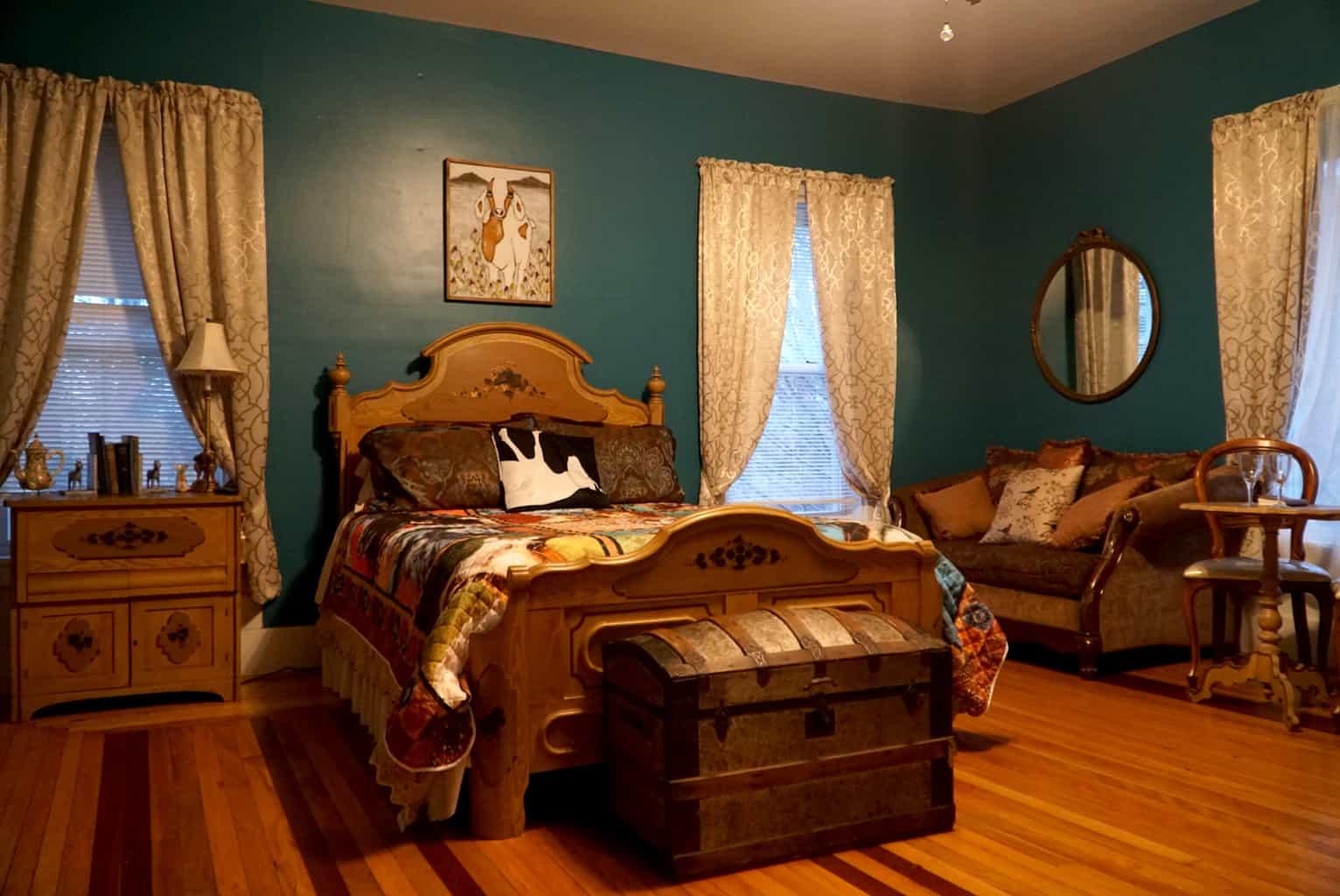 The Angora Room at the Fainting Goat Island Inn.