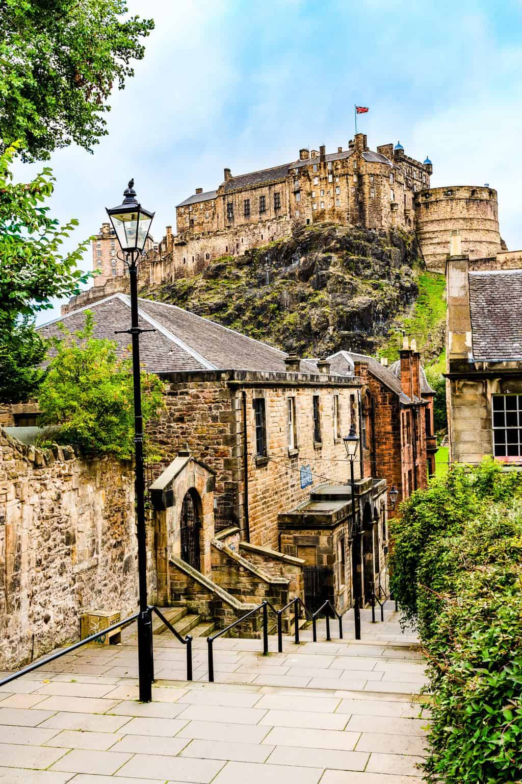 A stunning view of Edinburgh Castle from the Vennel.
