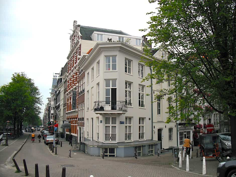 A view of Gravelandseveer, one of the most scenic Amsterdam streets of them all.