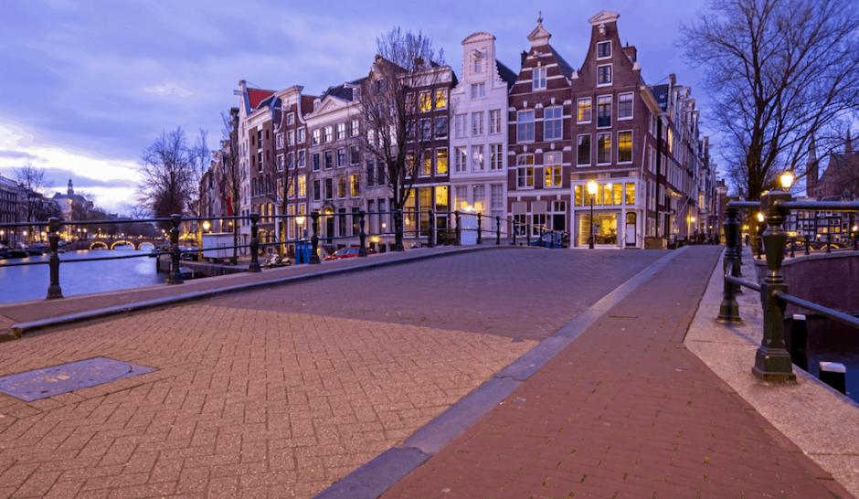 The beautiful canal-side homes that line Nieuwe Keizersgracht in the evening.