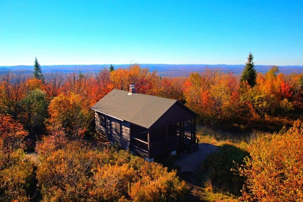 The cabin at the top of Mount Arab surrounded by lovely fall foliage.