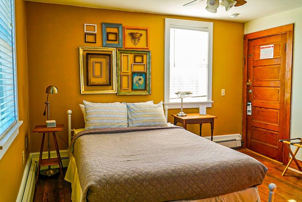 Room at the Craignar Inn near Rockland