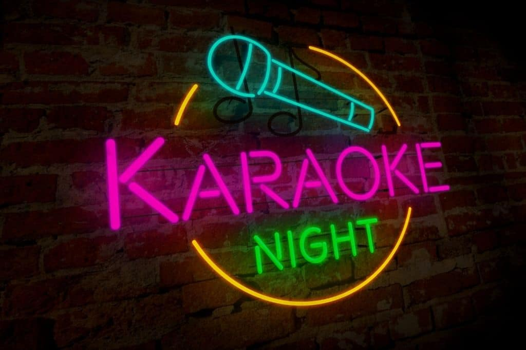 Neon sign that siays karaoke with a microphone.