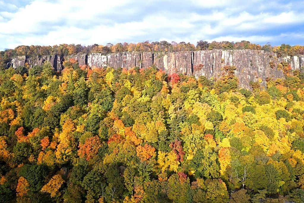 Vibrant fall foliage along the Palisades Interstate Parkway